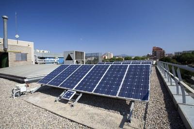 Instal·lació de plaques solars al Rubí+D (foto: Ramon Vilalta).