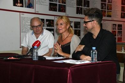 D'esquerra a dreta: Àngel Miguel, Ana María Martínez i Moisés Rodríguez (foto: Ajuntament – Localpres) .
