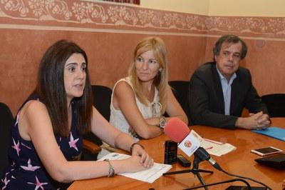 L'alcaldessa acompanyada de Ramon Albareda, director territorial de SOREA i Inma Bermúdez, responsable de clients de l'empresa (foto: Localpres).