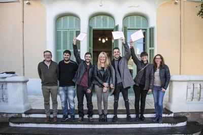 Els restauradors que han servit les millors tapes amb l'alcaldessa, la presidenta de Sant Galderic i el regidor de comerç (foto: Lali Puig).