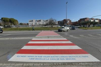 Pas de vianants de l'Avinguda de l'Estatut (foto: Ajuntament de Rubí – Localpres).