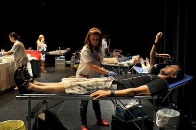 Les donacions es van fer a l'escenari de La Sala (foto: Localpres).