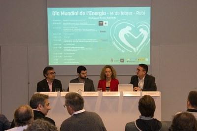 Els ponents amb el regidor Rafael Güeto a la Biblioteca Mestre Martí Tauler (foto: Localpres).