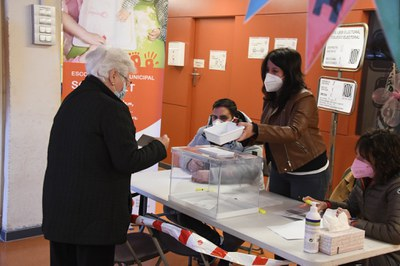 Un moment de la votació (foto: Ajuntament de Rubí - Localpres).