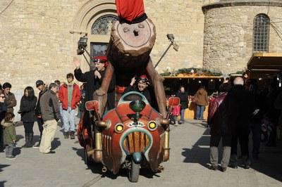 Una de les moltes activitats d'aquest Nadal és el Tió gegant que organitzen els comerciants (foto: Localpres).