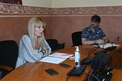 L'alcaldessa i el regidor, durant la presentació de la programació (foto: Ajuntament de Rubí – Localpres).