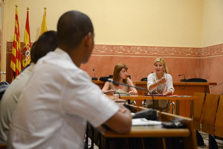 L'alcaldessa, Ana María Martínez, i la regidora de Cooperació, Marta Garcia, han assistit al plenari extraordinari del Consell Municipal de Cooperació (foto: Localpres)