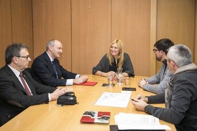 L'alcaldessa i el regidor de Medi Ambient, amb els responsables de Red Eléctrica Española (foto: Ajuntament de Rubí – Lali Puig).