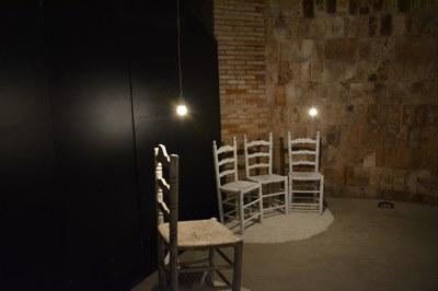 La cadira és un element important de la mostra 'Presències'