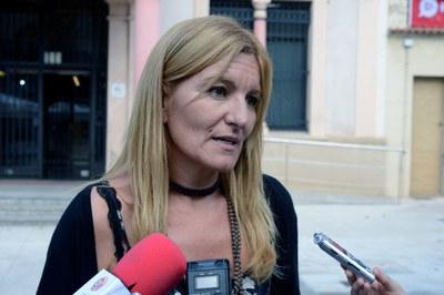 L'alcaldessa, Ana María Martínez, ha atès els mitjans de comunicació davant l'Ajuntament (foto: Localpres).