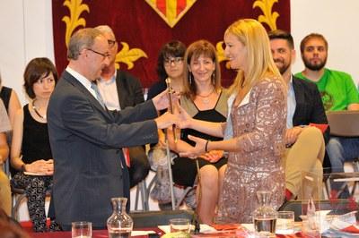 Ana M. Martínez recull la vara de comandament com a nova alcaldessa de Rubí (foto: Localpres).