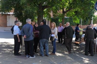 L'alcaldessa també ha conversat amb veïns de cada barri (foto: Localpres)