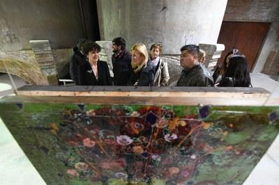 L'alcaldessa i Anna Tamayo, conversant durant la inauguració de la mostra (foto: Ajuntament – Localpres).