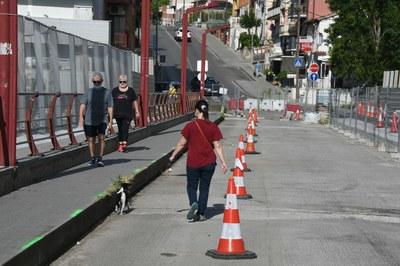 Durant les obres, el pas per a vianants es deixarà el més ample possible (foto: Ajuntament de Rubí – Localpres) .