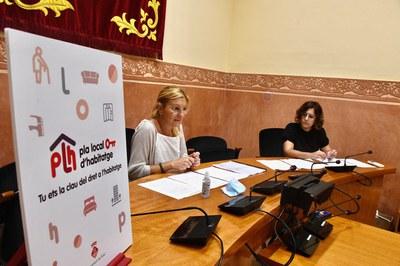 L'alcaldessa i la regidora d'Habitatge, durant la presentació del procés participatiu (foto: Ajuntament de Rubí – Localpres).