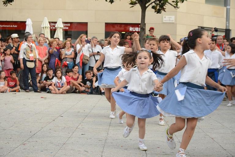 L'Escola de Sardanes Flor de Neu, organitzadora del seguici (foto: Localpres)