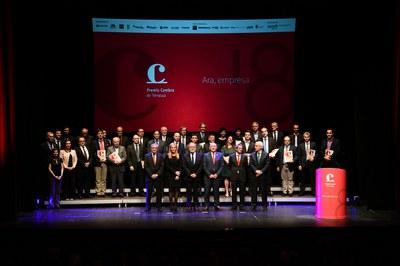Els guardonats als Premis Cambra 2018, juntament amb els representants institucionals (foto: Localpres).