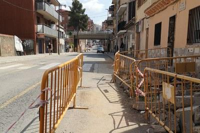 El carrer Mare de Déu de Lourdes en una imatge de la represa de les obres (foto. Ajuntament de Rubí).