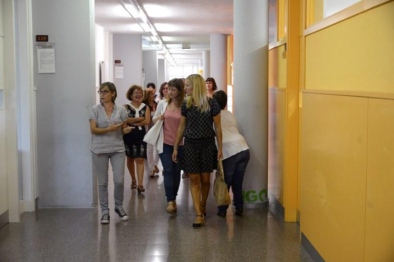 L'alcaldessa i la regidora han visitat l'institut (foto: Localpres)