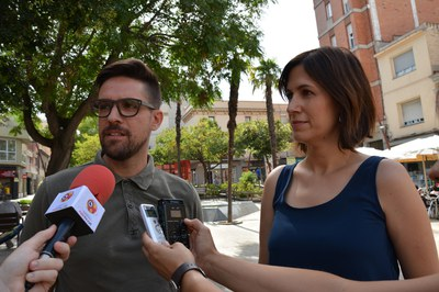 Moisés Rodríguez i Sílvia Mayo, durant la presentació de l'acció davant dels mitjans de comunicació.