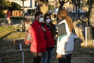 La plaça de Pearson és un dels punts on actuen els informadors i informadores de Creu Roja (foto: Ajuntament de Rubí – Lali Puig).