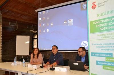 D'esquerra a dreta: la responsable tècnica del projecte Rubí Brilla, el regidor de l'Àrea de Desenvolupament Econòmic Local i el director d'Efinétika.