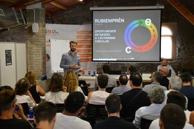 Nicola Cerantola, d'Ecologing, ha fet un recorregut per les característiques de l'economia circular.