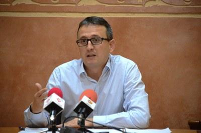 Rafael Güeto a la sala de plens durant la presentació del Congrés (foto: Localpres).