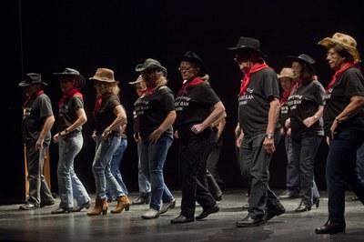 Actuació del grup de ball country (foto: Localpres)