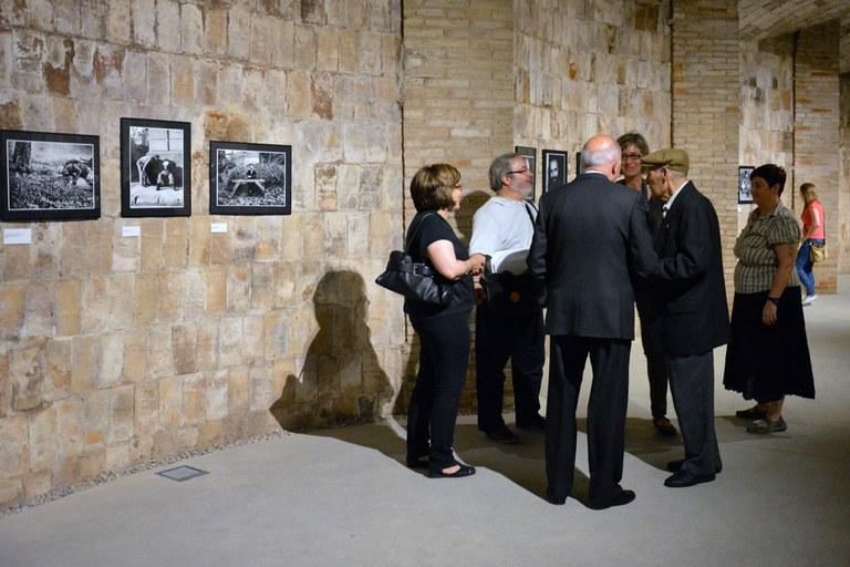 Abans de la inauguració de la mostra s'ha fet una visita per a la premsa i alguns dels participants a l'exposició