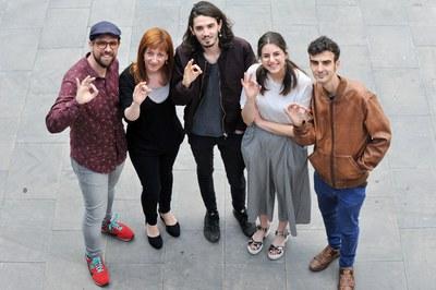 Els regidors de Cultura i Joventut, amb part dels organitzadors del Peacock (foto: Localpres).