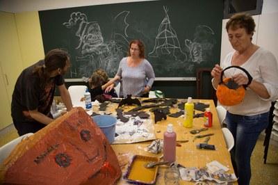 Al Centre Cívic del Pinar s'hi fan múltiples tallers (foto: Localpres) .