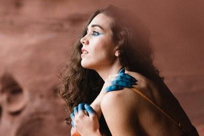 Carolina Alabau en una imatge promocional del seu disc (foto: Montse Capdevila).