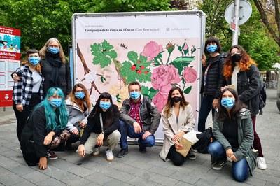 El regidor de Medi Ambient, Transició Ecològica i Benestar Animal, amb algunes de les il·lustradores del col·lectiu CIRC (foto: Ajuntament de Rubí).