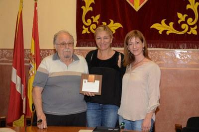 El president del consell ha rebut una placa commemorativa (foto: Localpres)