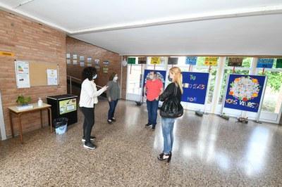 L'alcaldessa i el regidor d'educació a l'escola Ramon Llull  (foto: Ajuntament de Rubí – Localpres).