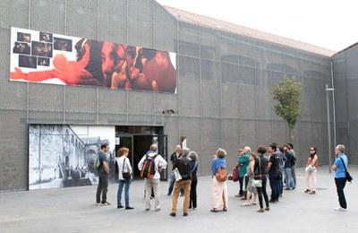 Un dels punts forts del festival són les visites guiades a les obres exposades (foto: La Nuu).