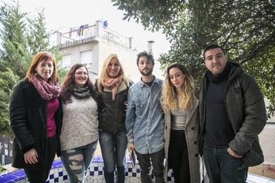 L'alcaldessa i la regidora de Joventut, amb representants d'alguns dels grups participants (foto: Ajuntament – Lali Puig).