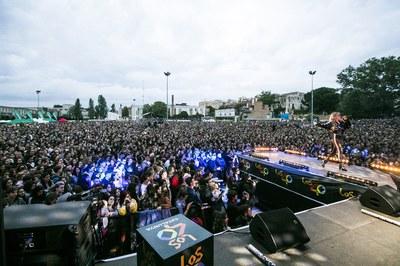 L'Escardívol ple durant l'actuació de Romy Low (foto: Ajuntament de Rubí – Lali Puig).
