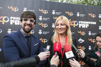 El regidor de Cultura i l'alcaldessa, al backstage del festival (foto: Ajuntament de Rubí - Lali Puig)