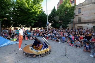 """Espectacle """"Walkman"""", a la plaça del Doctor Guardiet (foto: Localpres)."""