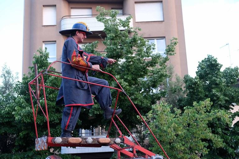 """Un dels espectacles de carrer que ha cridat més l'atenció ha estat """"Les Pompiers"""", de la companyia La Tal (foto: Localpres)"""