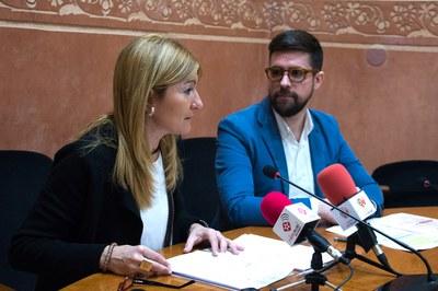 L'alcaldessa i el regidor de Serveis Centrals durant la roda de premsa (foto: Localpres).