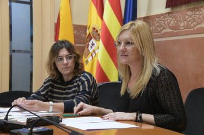 L'alcaldessa, Ana María Martínez Martínez, i la segona tinenta d'alcaldia, Ànnia Garcia Moreno, han presentat la proposta de pressupost (foto: Ajuntament – Localpres).