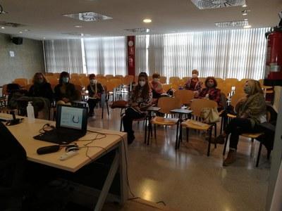 El taller s'impartirà en dos torns per garantir que les assistents puguin mantenir la distància interpersonal de seguretat (foto: Ajuntament de Rubí).