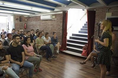 L'alcaldessa, Ana María Martínez, dirigint-se als assistents a la sessió participativa (foto: Localpres).