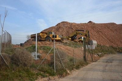 Fins que l'Ajuntament no va precintar les obres, a Can Balasc continuaven els treballs duts a terme per ARRINS SL (foto: Localpres) .