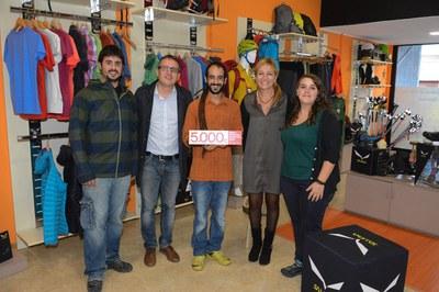 El regidor i l'alcaldessa amb l'equip de Gats & Botes (foto: Localpres).