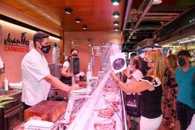 Un moment de la presentació de la botiga en línia al Mercat  (foto: Ajuntament de Rubí – Localpres).