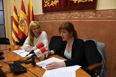 L'alcaldessa i la regidora en un moment de la roda de premsa (foto: Localpres).
